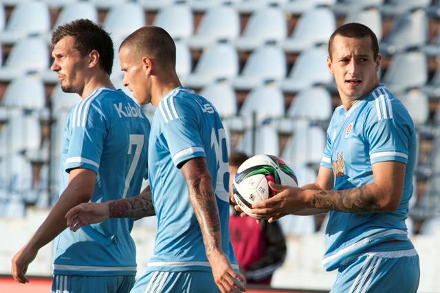 Na snímke sprava strelec gólu Adam Zreľák, Richard Lásik a František Kubík (všetci Slovan)