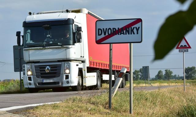 Problémy súvisiace s dopravou trápia obyvateľov obce Dvorianky v okrese Trebišov
