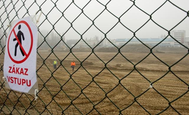 Na snímke pohľad na výstavbu nového Národného futbalového štadióna v areáli bývalého štadióna Slovana Bratislava na Tehelnom poli