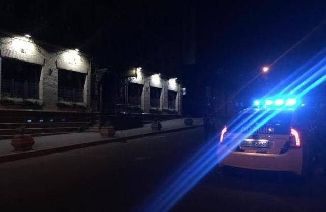 Nočná streľba z granátometu v centre Kyjeve. Neznámy muž strieľal na budovu Ukrinbanky