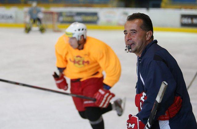 Na snímke tréner A-mužstva HKM Zvolen Josef Turek