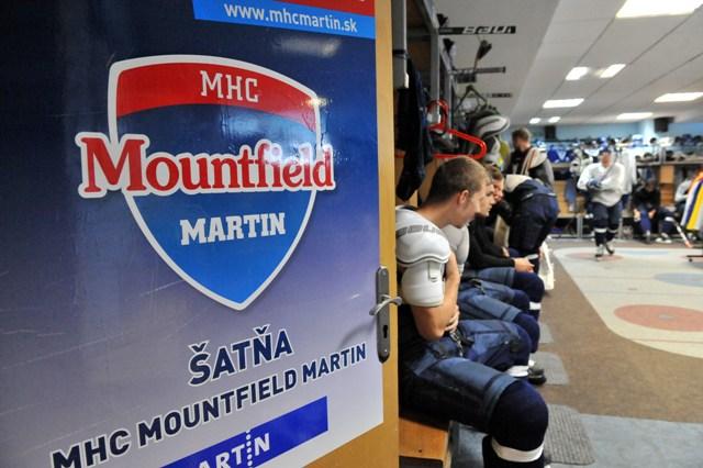 Na snímke šatňa hokejistov MHC Mountfield Martin pred prvým tréningom na ľade v Martine