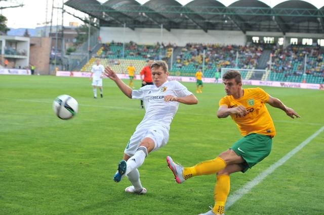 Na snímke domáci hráč Matej Jelič (vpravo)