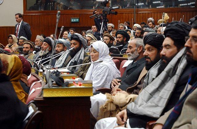 Na snímke členovia afganského parlamentu
