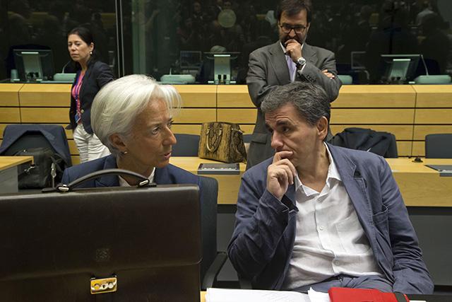 Na snímke grécky minister financií Euklid Tsakalotos a šéfka Medzinárodného menového fondu (MMF) Christine Lagardeová.