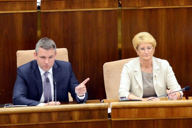 Na snímke vľavo predseda NR SR Peter Pellegrini a podpredsedníčka NR SR Jana Laššáková