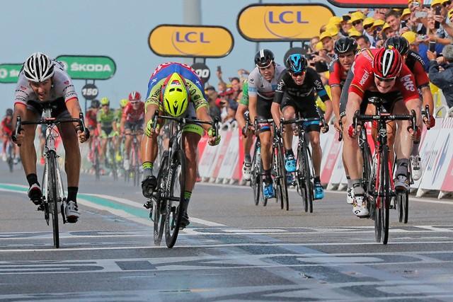 Na snímke slovenský cyklista Peter Sagan (druhý zľava)