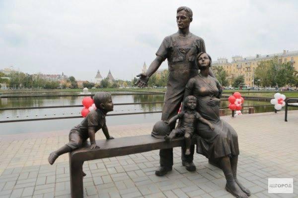 Monument rodiny, Astrachan