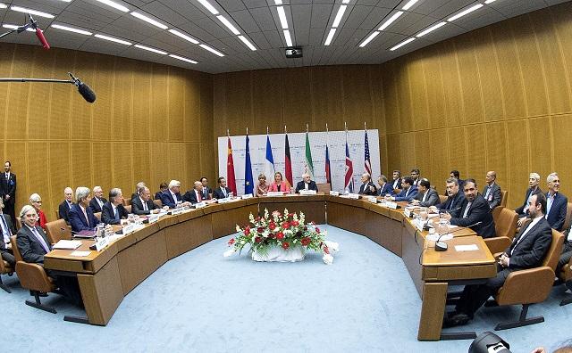 Pohľad na plenárne zasadnutie o iránskom nukleárnom programe v sídle OSN vo Viedni