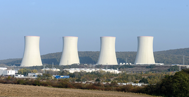 Na snímke dostavba tretieho a štvrtého bloku jadrovej elektrárne Mochovce