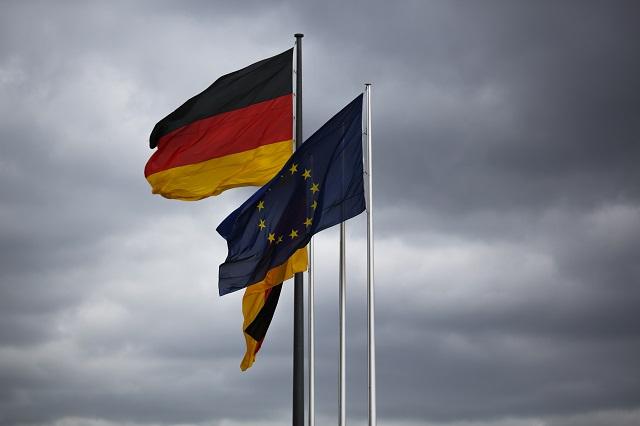 Vlajka Európskej únie a nemecké vlajky