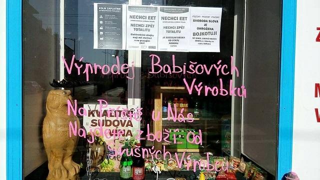 Nápis a plagáty na českej reštaurácii