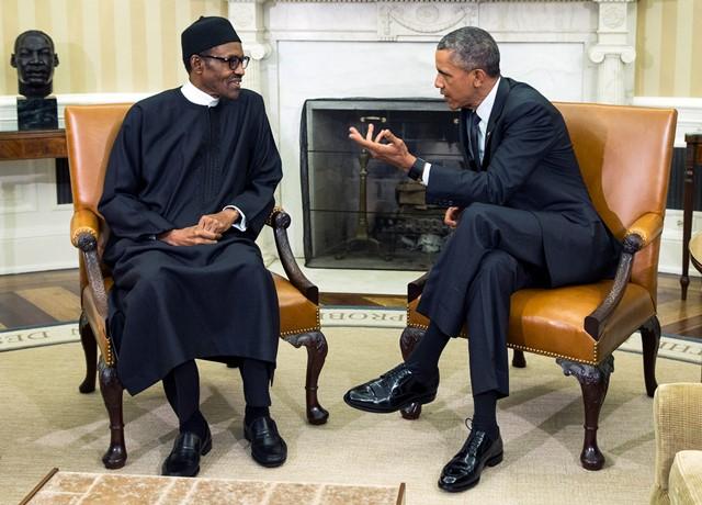 Na snímke  nigérijský prezident Muhammadu Buhari (vľavo) a americký prezident Barack Obama