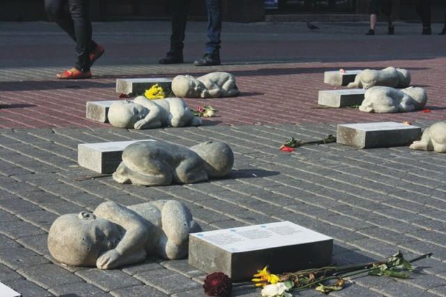 Pomník nanarodených detí v lotyšskej Rize. Venované pamiatke tých, ktorí mohli byť medzi nami
