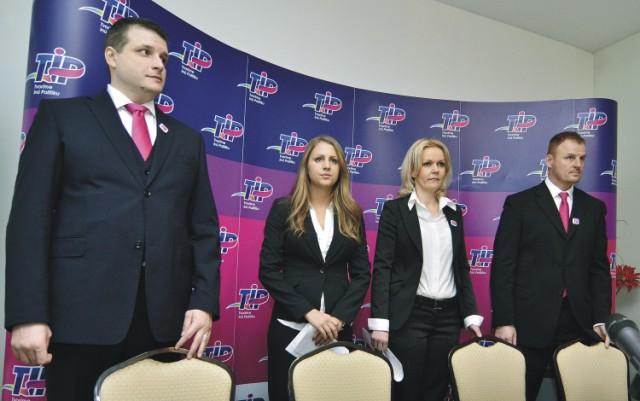 Na snímke členovia strany TIP sprava predseda strany Tomáš Hudec, podpredsedovia Jana Vološinová, Ivana Augustinská a Martin Schwantzer