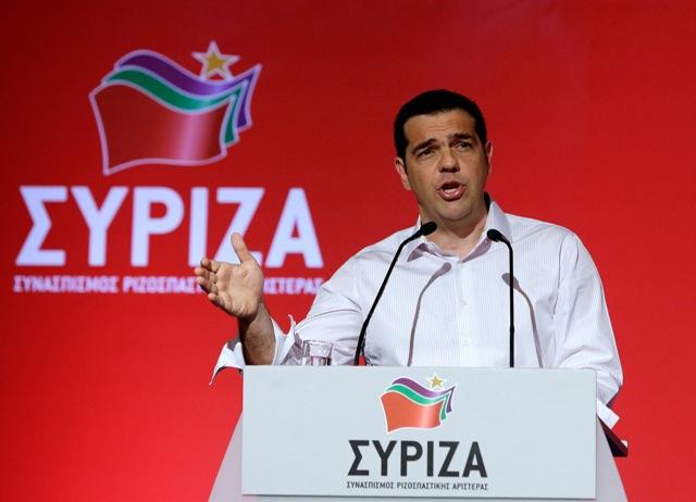 Na snímke grécky premiér Alexis Tsipras a šéf  vládnej strany Syriza