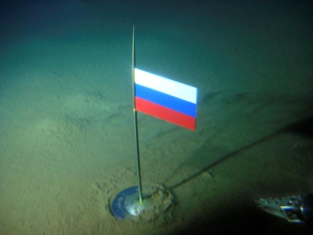 Na snímke titánová kapsula s ruskou zástavou na dne Arktického oceánu priamo pod Severným pólom