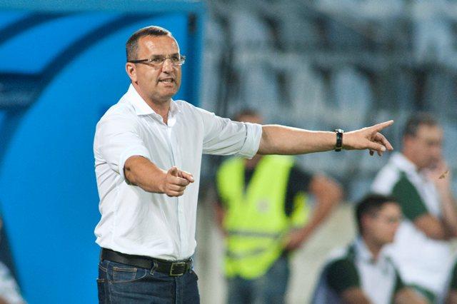 Na snímke tréner Slovana Dušan Tittel
