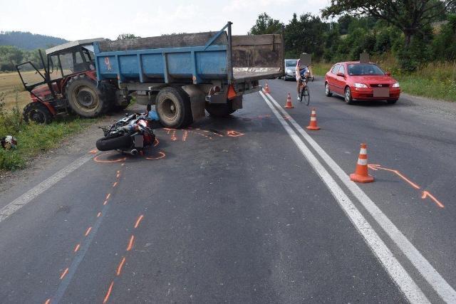 Na snímke tragická nehoda motocyklistu na ceste medzi Podturňou a Liptovským Hrádkom