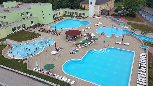 Jódové kúpele v obci Číž na juhu Rimavskosobotského okresu.