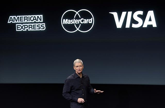 Na snímke generálny riaditeľ koncernu Apple - Tim Cook.