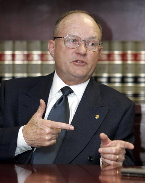 Na snímke z roku 2005 bývalý personálny šéf bývalého amerického ministra zahraničných vecí Colina Powella Lawrence Wilkerson