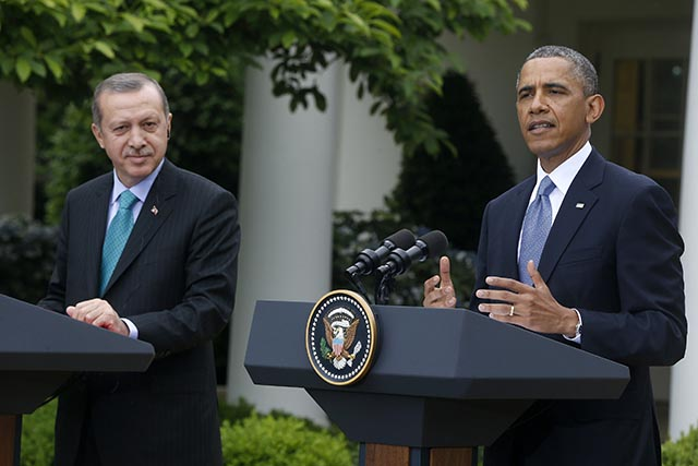 Na snímke turecký prezident Tayyip Erdogan (vľavo) a americký prezident Barack Obama (vpravo).