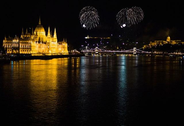 Na snímke ohňostroj počas osláv