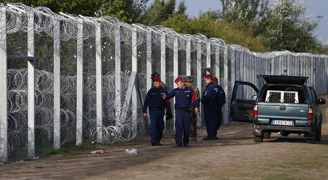 Maďarsko použilo na ochranu svojich hraníc pred migrantmi už veľké množstvo ostnatého drôtu