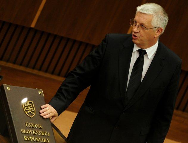 Na snímke predseda výboru Alojz Přidal (KDH)