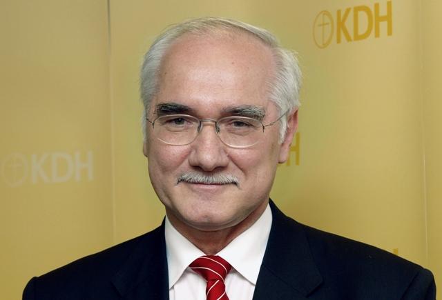 Na snímke europoslanec Miroslav Mikolášik (EĽS/KDH)