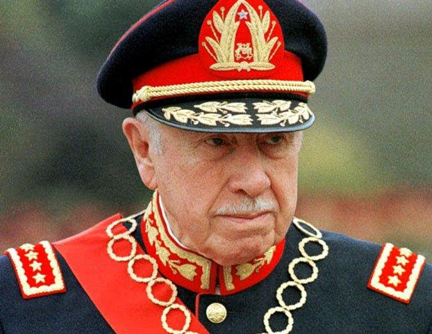 Na snímke bývalý čilský diktátor Augusto Pinochet
