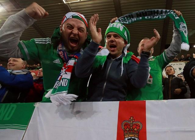 Na snímke fanúšikovia Severného Írska