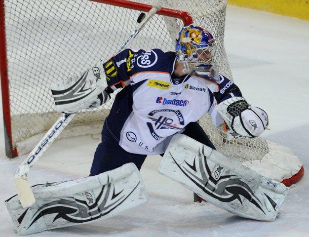 Na snímke brankár Košíc Tomáš Halász