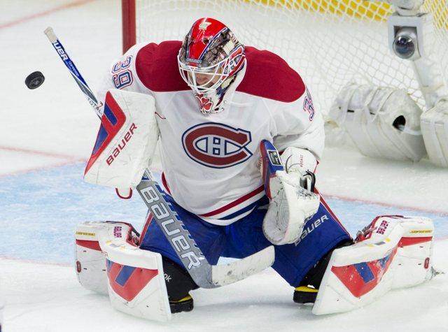 Na snímke brankár Montrealu Canadiens Mike Condon