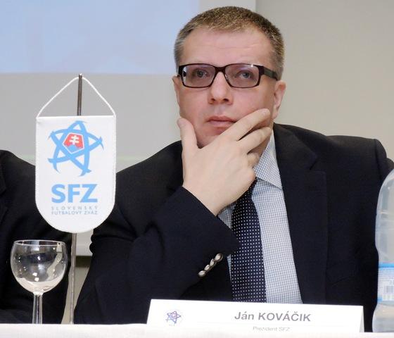 Na snímke zľava prezident SFZ Ján Kováčik