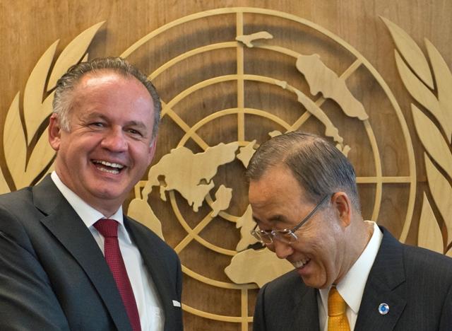 Na snímke vľavo prezident SR Andrej Kiska a vpravo generálny tajomník OSN Pan Ki-mun