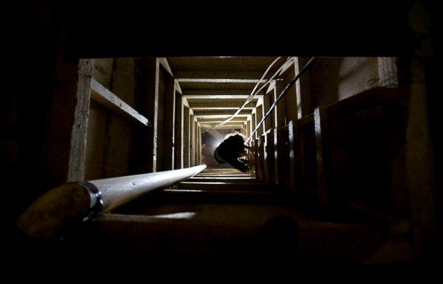 """Na snímke tunel, ktorý použil Joaquín """"El Chapo"""" Guzmán pri úteku z väznice Altiplano v mexickom meste Almoloya"""