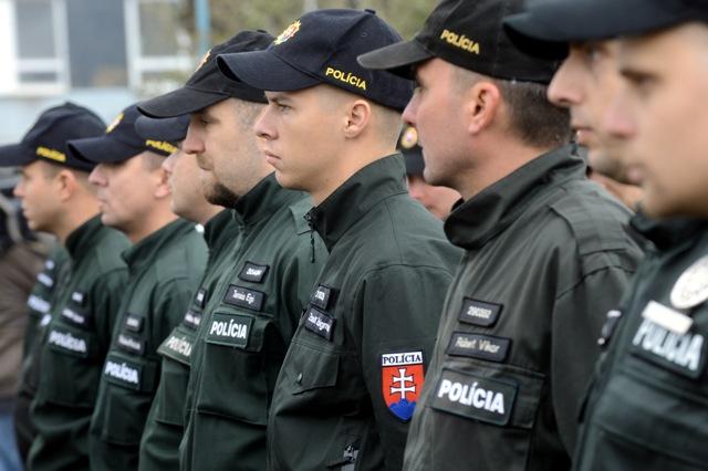 Na snímke slávnostný nástup príslušníkov Policajného zboru SR na slávnostnom vyslaní 50 policajtov na ochranu maďarsko-srbskej hranice v Bratislave