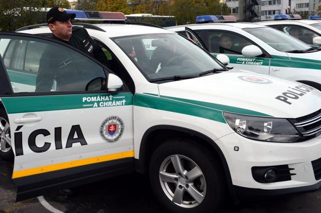 Na snímke slovenskí policajti pred odchodom po slávnostnom vyslaní 50 príslušníkov Policajného zboru SR policajtov na ochranu maďarsko-srbskej hranice v Bratislave