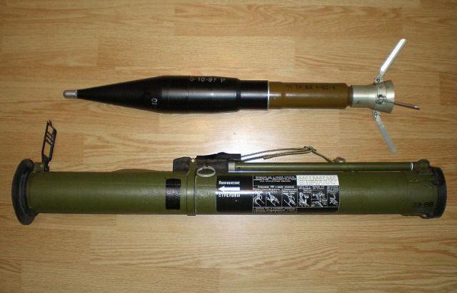 Ukrajinskí pohraničníci v autobuse objavili 21 túb pre protitankové granáty RPG-26