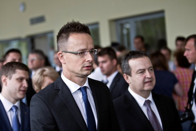 Na snímke maďarský minister zahraničných vecí a vonkajších ekonomických vzťahov Péter Szijjártó (vľavo)