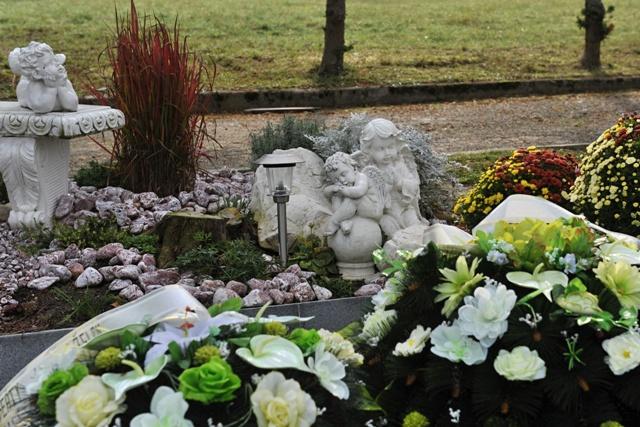 Na snímke cintorín v Strečne pred Sviatkom všetkých svätých