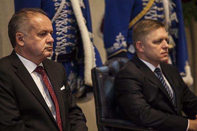 Na snímke prezident SR Andrej Kiska (vľavo) a predseda vlády SR Robert Fico.