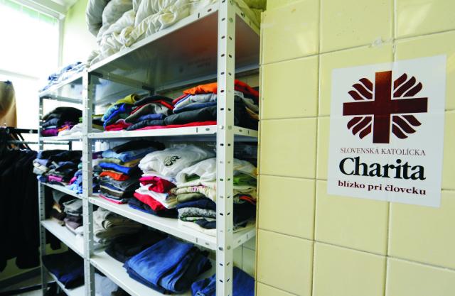 Slovenská katolícka charita (SKCH) vyhlásila humanitárnu zbierku vybraných materiálnych potrieb a potravín na pomoc migrantom prichádzajúcim do Slovinska
