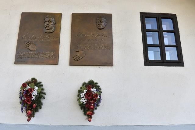 Pamätné tabule na rodnom dome Ľudovíta ŠŠtúra a Alexandra Dubčeka počas celonárodnej spomienky na Ľudovíta ŠŠtúra