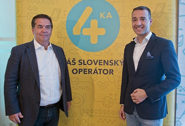 Na snímke vľavo generálny riaditeľ spoločnosti SWAN Miroslav Strečanský a vpravo generálny riaditeľ Slovenskej poššty TomṚ Drucker