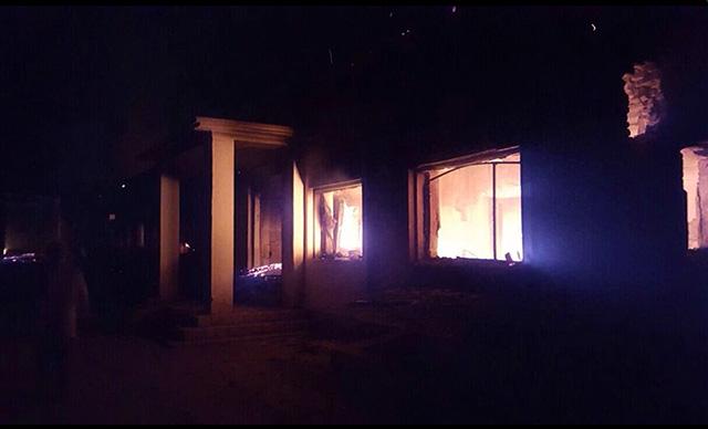 Zhorené zdravotné stredisko organizácie Lekári bez hraníc po explózii v blízkosti ich nemocnice v meste Kundúz