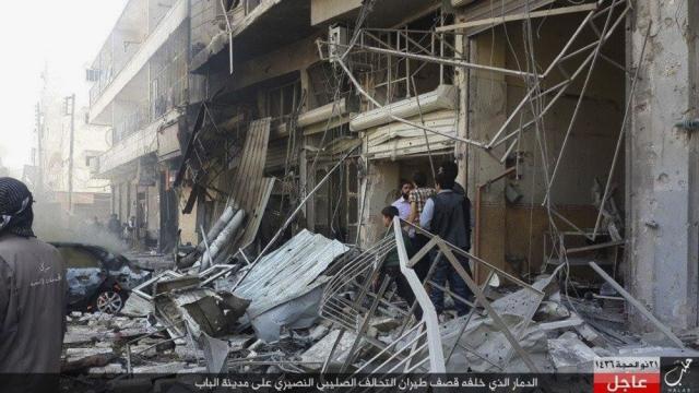 Vybombardovaná okrajová štvrť Aleppa Al-Bab, ktorá je baštou IS v oblasti