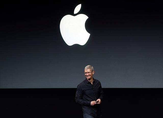 Na archívnej snímke výkonný riaditeľ Apple Tim Cook.
